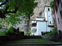Eremo di calomi is near the formhouse Antica trattoria dell'Eremita, only 200 meters.